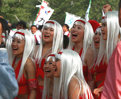 Silver smiles (PacoAlcantara) Tags: girls red girl beauty festival japan silver hair japanese shiny pretty d smiles explore mexican v fukuoka japon platinum tenjin laughs kyushu    hakata     10faves   canonef70200mmf4lisusm   exploreaug102007329