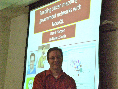 Derek Hansen at HCIL Government and Social Media Workshop