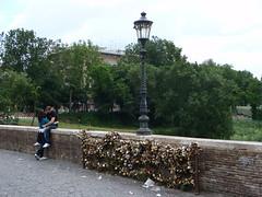 fotoa 118 (andersonzs) Tags: roma rio lockers river italia fiume tevere cadeado milvio cadeados