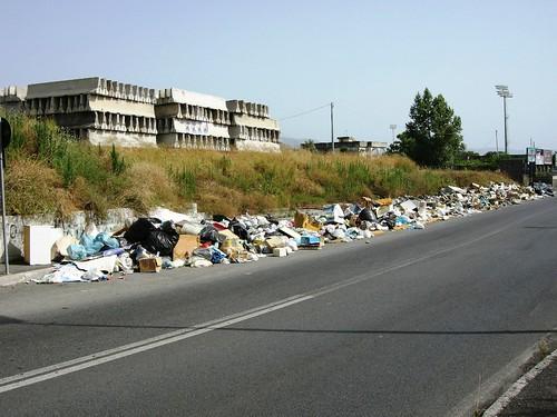 Torre Annunziata Svincolo autostrada Tribunale Monnezza2