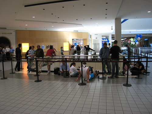 Line at Mall of America AT&T Store