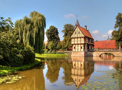 Schloss Steinfurt (luzzzelmann) Tags: castle castles monument germany deutschland architcture nrw breathtaking mnsterland denkmal muensterland burgen moatedcastle 4xp burgenschlsser moated 50faves moatedcastles 35faves abigfave superaplus aplusphoto holidaysvacanzeurlaub superbmasterpiece goldenphotographer schlsserburgen luzzzelmann diamondexcapture