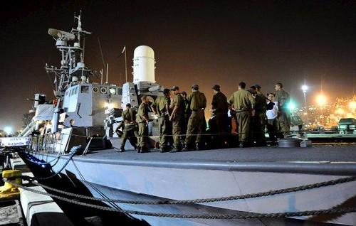 Marines israelíes se preparan para partir desde la base de Haifa hacia el Mar Mediterráneo con la misión de rastrear e interceptar la Flotilla de la Libertad