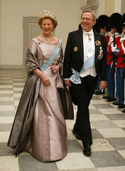 The Greek King & Queen at Christiansborg Palace April 2010 (royalist_today) Tags: birthday dinner court denmark greek couple king royal queen constantine greece monarch danish annemarie rey royalguard kung re regina exile griechenland dänemark danmark reine royalty monarchy throne constantinos margrethe 2010 sovereign roi royalfamily könig königin koningin drottning koning queenmargrethe kingconstantine queenannemarie hellenes queenmargretheiiofdenmark queenmargretheii φρειδερίκη βασίλισσα kingofthehellenes queenofthehellenes greekqueen kingconstantineii βασιλεωσ