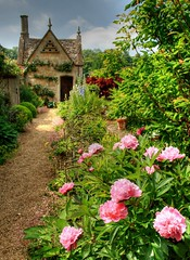 To the Dovecote (flash of light) Tags: summer england house english june garden geotagged cotswolds gloucestershire summerhouse 2007 dovecote chipping campden colorphotoaward geo:lat=52037436 geo:lon=1807297