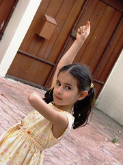 Carmina (ix 2015) Tags: music girl eyes child arms bodylanguage carmina diagonal nia ojos labanda mirada gaze msica flamenco musique brazos novideo ol ahijada oblicuo expresincorporal oblicua