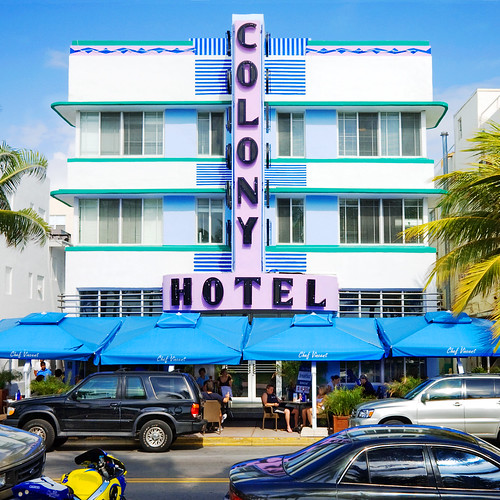 Colony Hotel (1939), 736 Ocean Drive, South Beach, Miami Beach, Florida, by Steve Minor, Creative Commons: Attribution 2.0.