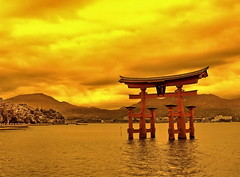 The floating red Torii of Miyajima - Hiroshima