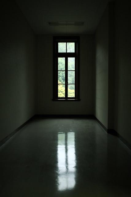空室の窓明かり