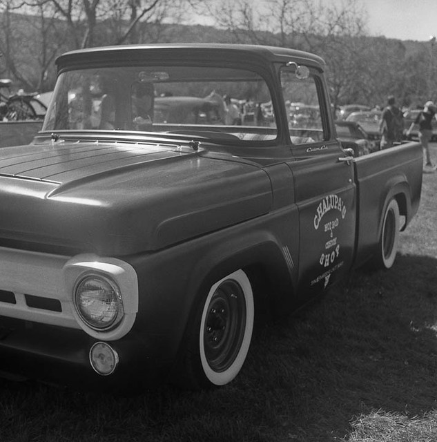 blackandwhite bw ford 6x6 car truck mediumformat classiccar vintagecar noiretblanc pickup f100 hasselblad musclecar 120mm ratrod 500cm carlzeiss hasselblad500cm formatmoyen 1957fordf100 belgianphotographer hasselblab500cm