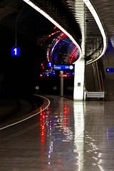 Eintritt ins Dunkel verboten (Don Gru) Tags: wien station canon austria sterreich airport tunnel flughafen dunkel tamron2875mm schwechat schnellbahn eos7d