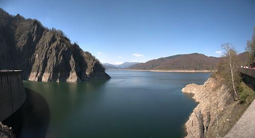 Lacul de la barajul Vidraru
