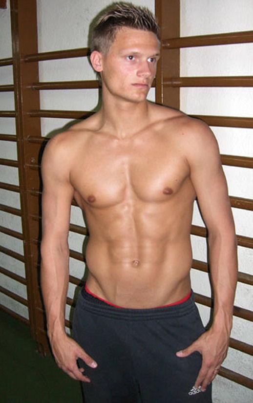 Pascal Behrenbruch shirtless!