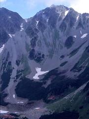 屏風のコル付近から見下ろす涸沢と涸沢岳