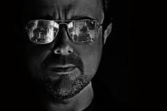 Cae la noche (Cesar Sampedro) Tags: portrait blackandwhite bw espaa selfportrait man byn blancoynegro face night digital canon eos 350d mirror noche reflex spain retrato cara ciudad cesar espejo gafas autorretrato cristal sampedro hombre cesarsampedro
