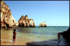 Portimao (Blanca M.) Tags: sea summer people sun beach portugal girl azul mar playa blanca agosto verano chicas algarve martinez rocas 2007 portimao blankita blancamartinez blantree3