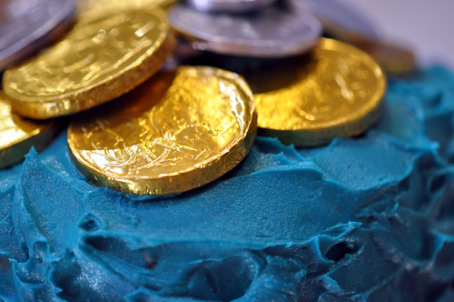 Blue cake with choc coins - detail