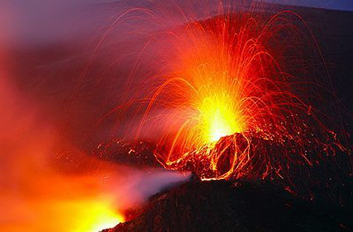 995319796 ab315ef97e Danger and Beauty of Hawaiian Volcanoes
