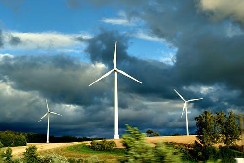 Trotz Wind stehen diese Anlagen - dank Gaskraft würde das bald der Vergangenheit angehören.
