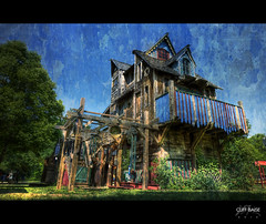 House of Chimes [Explored #236] (Cliff_Baise) Tags: faire scarborough