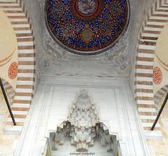 2010 istanbul 259 (ebruzenesen - esengül) Tags: turkey türkiye istanbul mosque ottoman cami deniz mavi sultanahmet bulut minare kubbe architec yeşillik süsleme alem şadırvan avlu tarihiyapı ebruzenesen muslimcultur dikiltaş