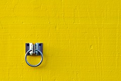yellow with ring (xgray) Tags: street color yellow metal wall digital canon austin 350d prime texas 85mm rental ring iphoto rebelxt clarkson 51st ef85mmf12l siilver ziplens aplusphoto lifeinyellow xgrayvision2007