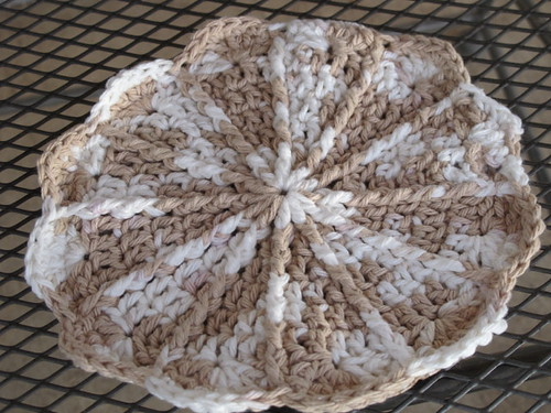 Pretty spiral potholder