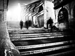 Walking on Rialto (Arianna_M(BUSY)) Tags: venice people bw fog night dark walking shapes bn persone nebbia venezia notte rialto camminare pontedirialto artlegacy extraordinarilyimpressive