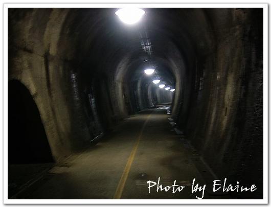 黑戚戚的隧道