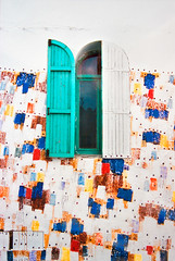 Ventana 11 (dgr) Tags: africa travel viaje color colour film window colors wall analog ventana pared colours minolta colores scan morocco marruecos fachada negativo cian analogica asilah x700 escaneado dgr