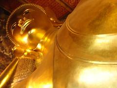 Buda gigante acostado