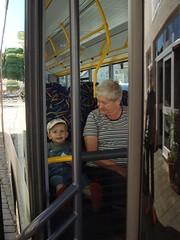 Kücki fahrt mit Omi Bus