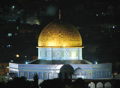 Jerusalem - The Dome of the Rock at Night (*Checco*) Tags: santa city rock gold israel peace muslim islam jerusalem middleeast domeoftherock mosque mount holy dome olives jewish pace christianity jews monte judaism pilgrimage holyland oldcity ulivi citt judea templemount israele gerusalemme mountofolives holycity cittvecchia terrasanta mediooriente pellegrinaggio ebrei cristianesimo ebraismo cittsanta montedegliulivi giudea