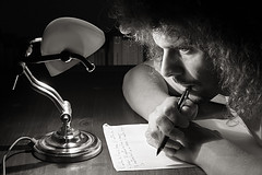 scrittura notturna (duegnazio) Tags: blackandwhite bw canon 350d bn canon350d autoritratto ritratto biancoenero 2007 q8 romamor bnritratto bnpersone duegnazio quellochesei