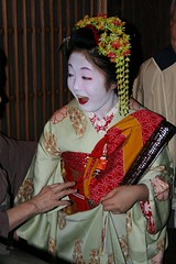 Maiko Mametomi (cazfoto) Tags: japan kyoto maiko kimono okiya hairornament  mametomi