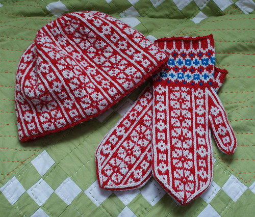 Holly Jean Mittens & Hat - Pre-Block