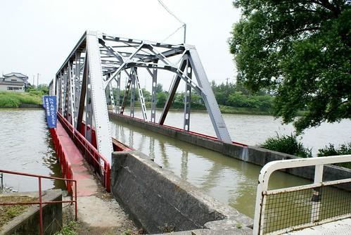 新川と西川の立体交差
