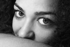 Anche uno sguardo pu far rumore (los#17) Tags: bn occhi sguardo ragazza