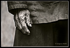 Mano arrugada (Gregorio Mallo) Tags: photoshop slide bn retratos diapositiva flickrsbest abigfave aplusphoto ysplix gregoriomallo trabajarconphotoshop betterthangood