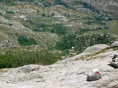 Arrivée sur la crête de l'Alcudina et le GR 20 : vallée, refuge et bergeries d'Asinao