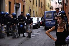 "Bologna 29/09/07 ""Street parade"" - Studentessa (Fabio Photorunner) Tags: nikon streetparade bologna rave carabinieri polizia manifestazione cofferati scontri street2007 29ottobre2007"
