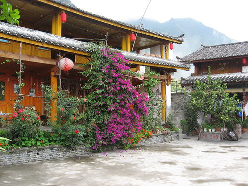 Naxi Guesthouse - Hiking the Tiger Leaping Gorge in China