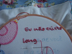 WIP de almofada (Fazendo arte com amor (Inger)) Tags: embroidery flor jardim bordado pontocheio pontoatrás pontodecasear