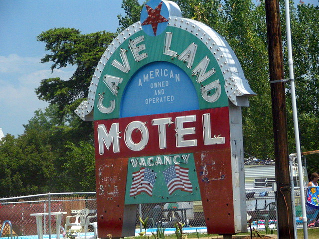 Cave Land Motel
