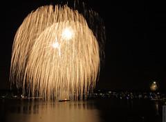 Kaboom over Navesink (wmliu) Tags: longexposure usa night evening us newjersey fireworks kaboom nj monmouth monmouthcounty redbank independenceday 1022mm navesinkriver canonefs1022mmf3545usm wmliu