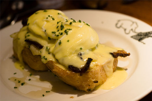 Eggs'n Apples Benedict On French Toast
