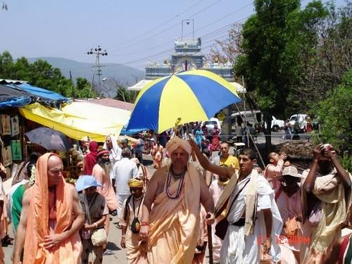 H H Jayapataka Swami in Tirupati 2006 - 0027 por ISKCON desire  tree.