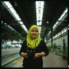 (alemershad) Tags: green slr 120 6x6 tlr film analog mediumformat kodak hijab railwaystation malaysia mf manual kl milf yashica hijau fju singlelensreflex twinlensreflex 160 tudung filem alem analoguephotography yashicafx32000 kodakektacolor mediumformatportrait stesenkeretapikualalumpur yashinon80mm vescan alemershad kualalumpurheritage canonscan9000f agirlwithslr diebaaziz