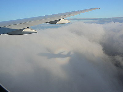 avion dans les nuages.jpg