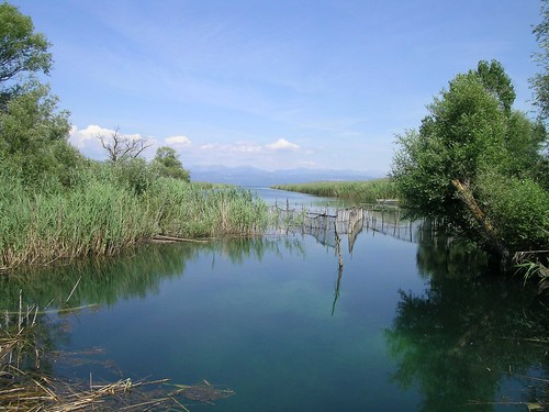 SEA KAYAK  Λιμνη Τριχωνιδα. περιοχη Natura 2000